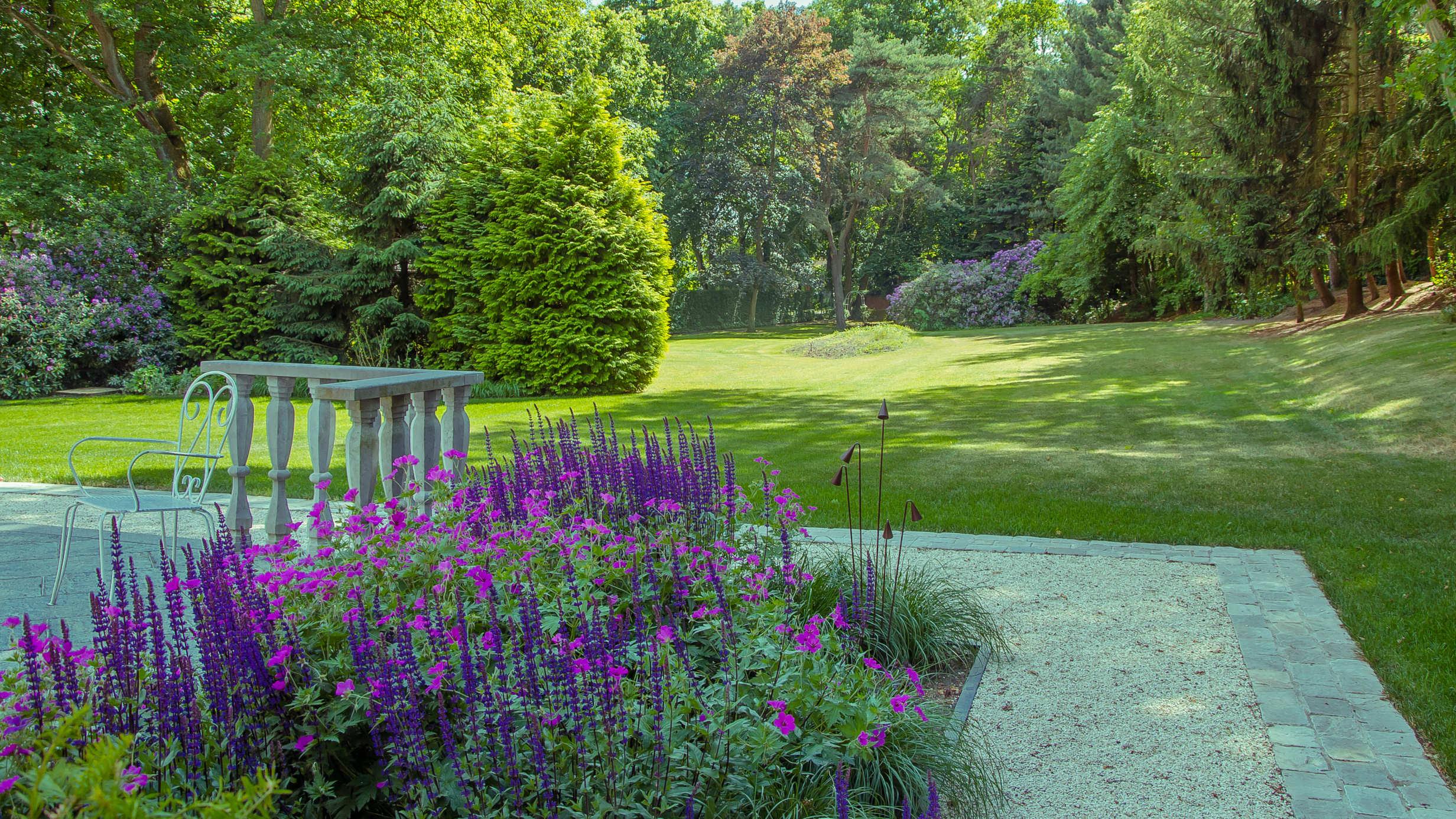 Beplanting en verharding in grote tuinen